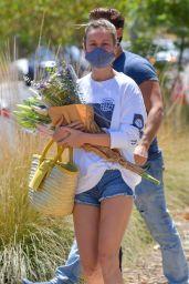 Brie Larson - Shops at a Farmer