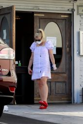 Busy Philipps at Her Local Pizza Restaurant in LA 06/22/2020