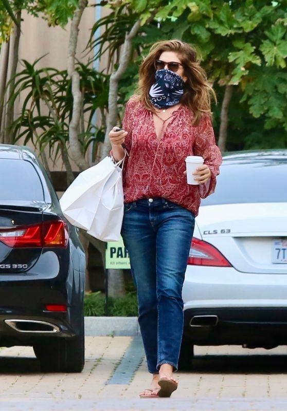 Cindy Crawford in Casual Outfit - Malibu 06/01/2020