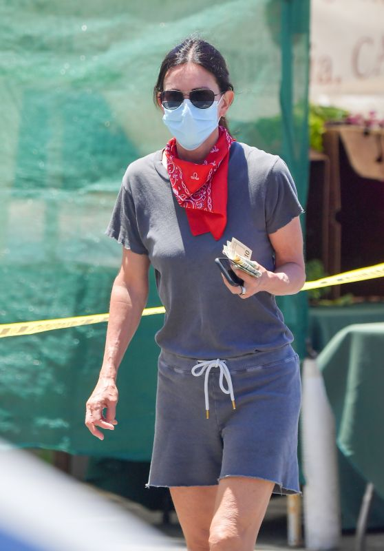 Courtney Cox at a Farmers Market in Malibu 06/07/2020