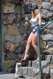 Courtney Stodden in Daisy Duke Shorts - Hollywood 06/17/2020