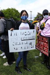 Eiza Gonzales - Protesting in Los Angeles 06/06/2020
