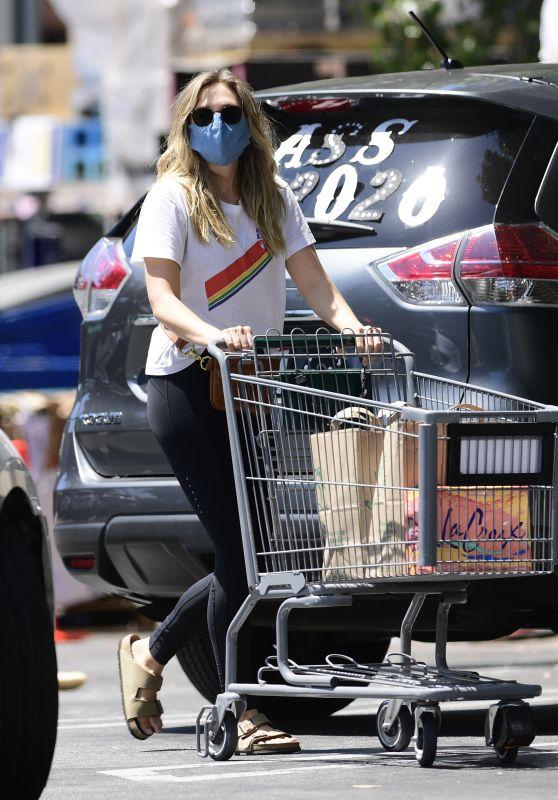 Elizabeth Olsen in Casual Outfit - Whole Foods in LA 06/13/2020