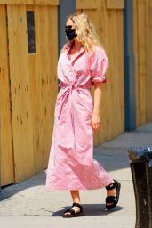 Elsa Hosk in Pink Out in New York 06/10/2020