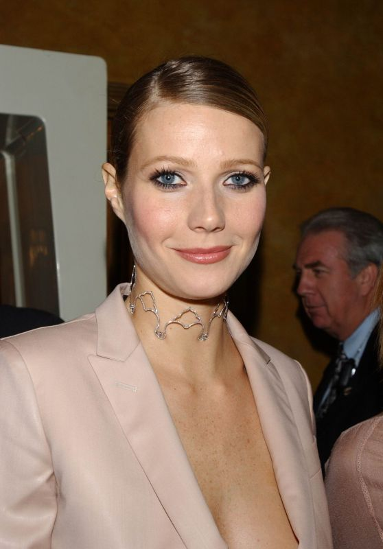 Gwyneth Paltrow - VH1 Vogue Fashion Awards 2001