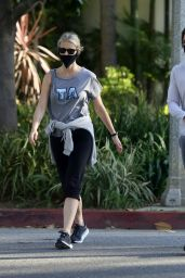 Gwyneth Paltrow With a Face Mask - Walk in Los Angeles 06/09/2020