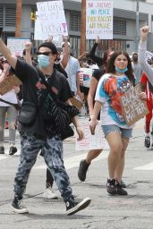 Halsey - Protesting With Yungblud in Hollywood 06/02/2020