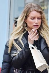 Hana Cross and Lottie Moss - Shopping Together in Notting Hill, March 2020