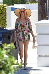 Heather Graham Summer Street Style - Malibu 06/11/2020