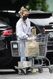 Hilary Duff - Whole Foods in Los Angeles 06/16/2020