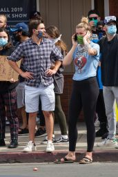 Ireland Baldwin - Protest in Van Nuys 06/01/2020