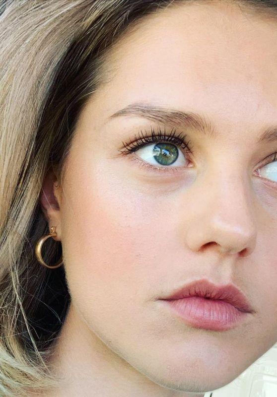 Isabelle Cornish - Social Media Photos and Video 06/22/2020