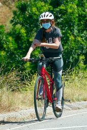 Isla Fisher Riding Her Bike - Los Angeles 06/07/2020