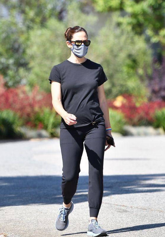 Jennifer Garner - Out in Brentwood 06/03/2020