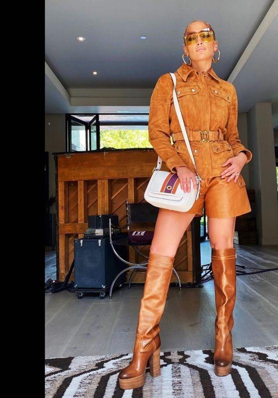 Jennifer Lopez Outfit 06/19/2020