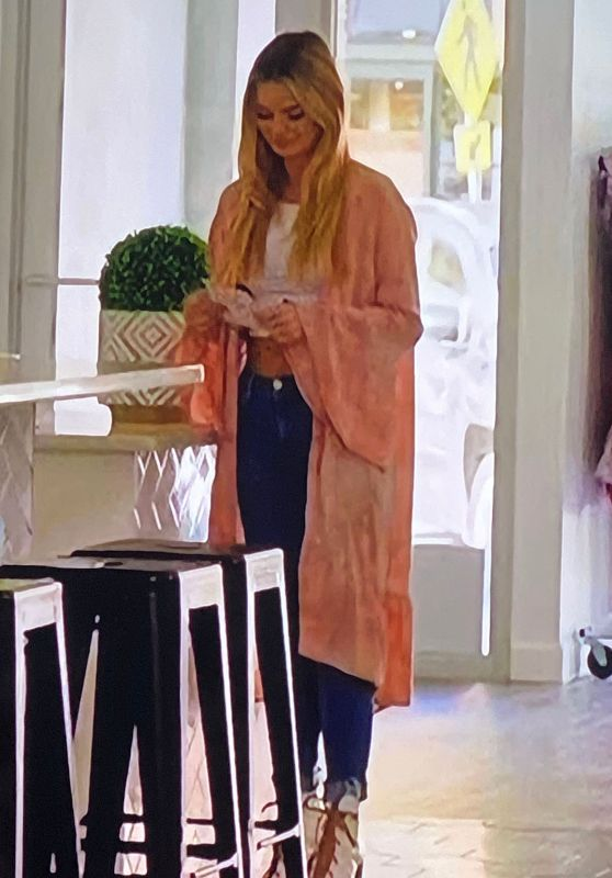 Juliette Porter Outfit 06/16/2020 (I)