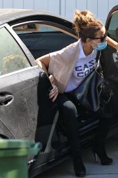 Kate Beckinsale - Out in Pacific Palisades 06/10/2020