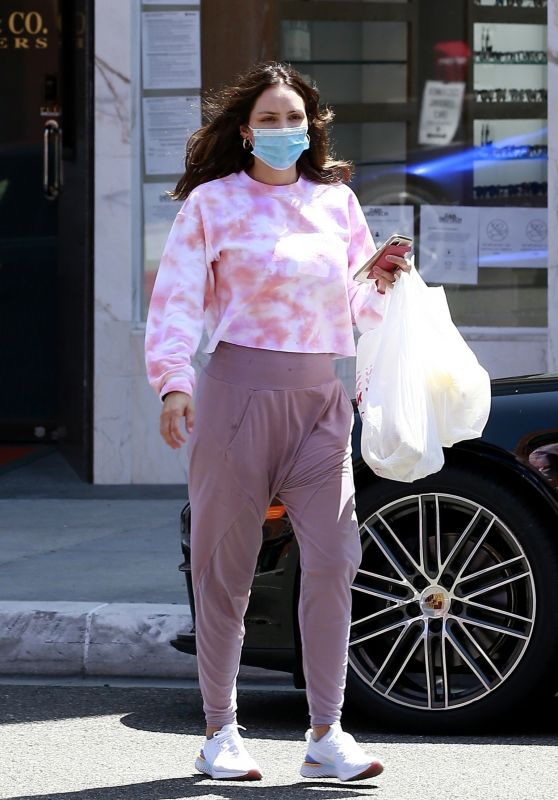 Katharine McPhee in Pink Tie-Dye Shirt and a Pair of Purple Leggings 06/20/2020