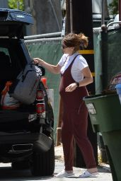 Katherine Schwarzenegger - Cleans Up Her Car in Los Angeles 06/15/2020
