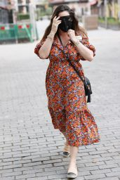 Kelly Brook in Summery Dress With a Pair of Chanel Espadrilles 06/15/2020