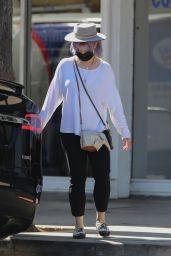 Kelly Osbourne - Stops by Healthy Spot Pet Supply Store in LA 06/10/2020
