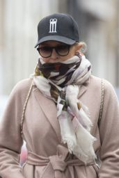 Kylie Minogue - Out for a Walk in Chelsea 06/08/2020