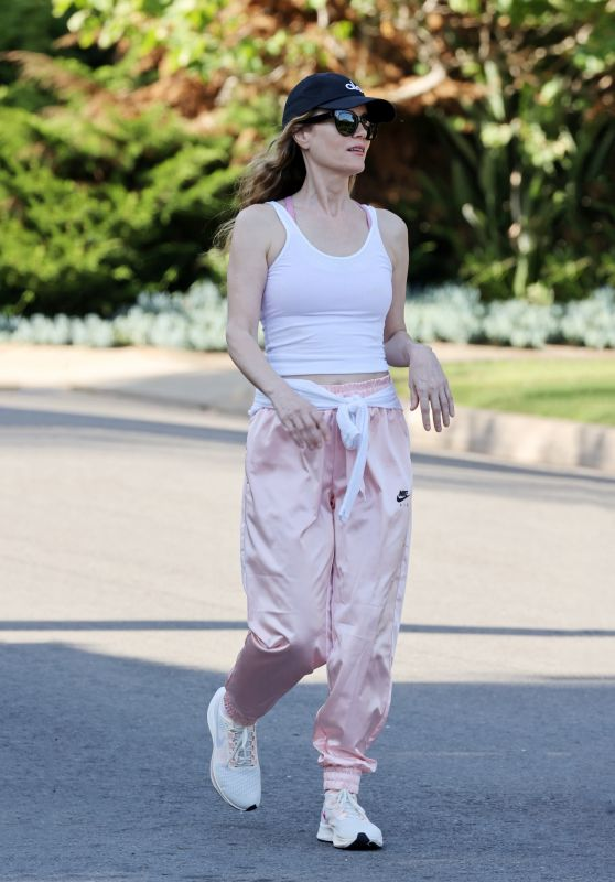 Leslie Mann in Casual Outfit - Pacific Palisades May 2020
