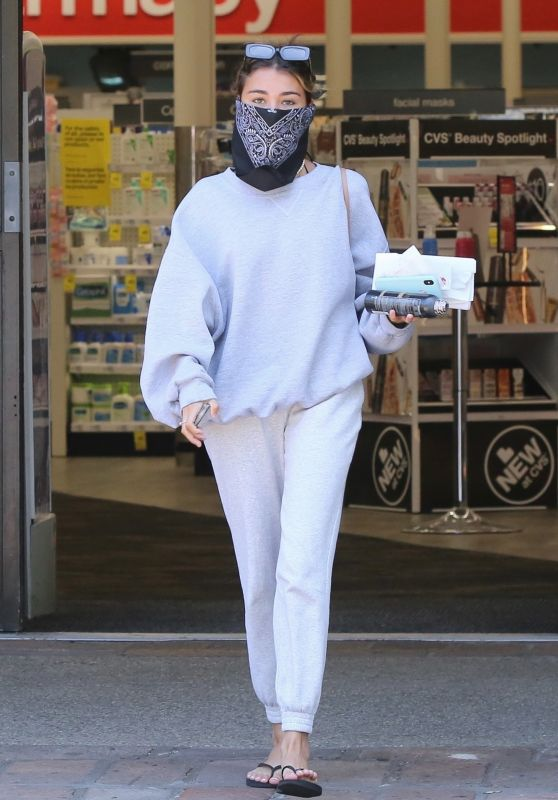 Madison Beer in Casual Outfit 06/16/2020