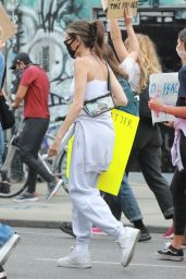 Madison Beer - Marching With Protesters in Los Angeles 06/05/2020