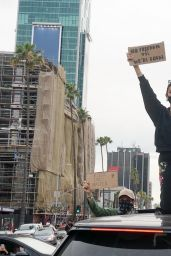 Madison Beer - Protesting in Hollywood 06/01/2020