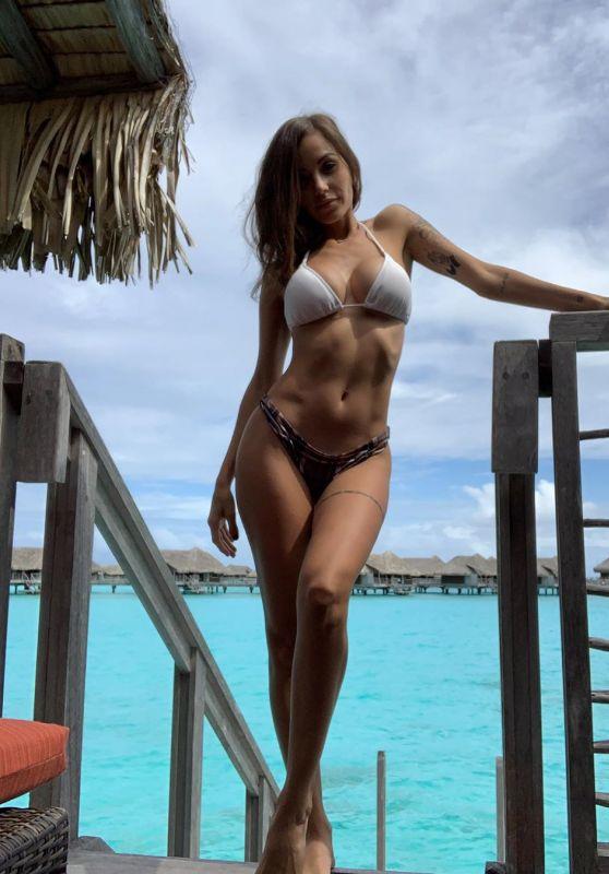 Melanie Pavola in Bikini 06/02/2020