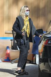 Michelle Pfeiffer - Out in Pacific Palisades 06/17/2020