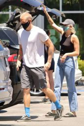Miley Cyrus and Cody Simpson - Shopping For Groceries in Calabasas 06/09/2020