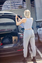 Miley Cyrus - Shopping at CVS in Calabasas 06/12/2020
