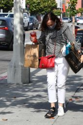 Molly Shannon - Leaving Erewhon Organic in Los Angeles 06/08/2020