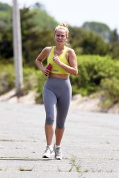 Sailor Brinkley-Cook - Jogging in East Hampton 05/30/2020