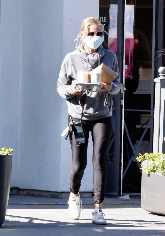 Sarah Michelle Geller - Getting Coffee in Brentwood 06/12/2020