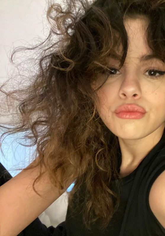 Selena Gomez Outfit 05/18/2020