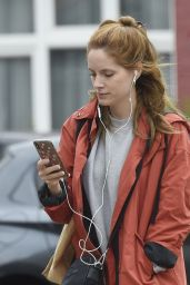 Sophie Rundle - Shopping in London 06/08/2020