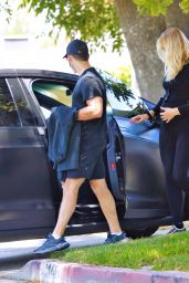 Sophie Turner Shows Off Her Growing Baby Bump - Los Angeles 06/20/2020