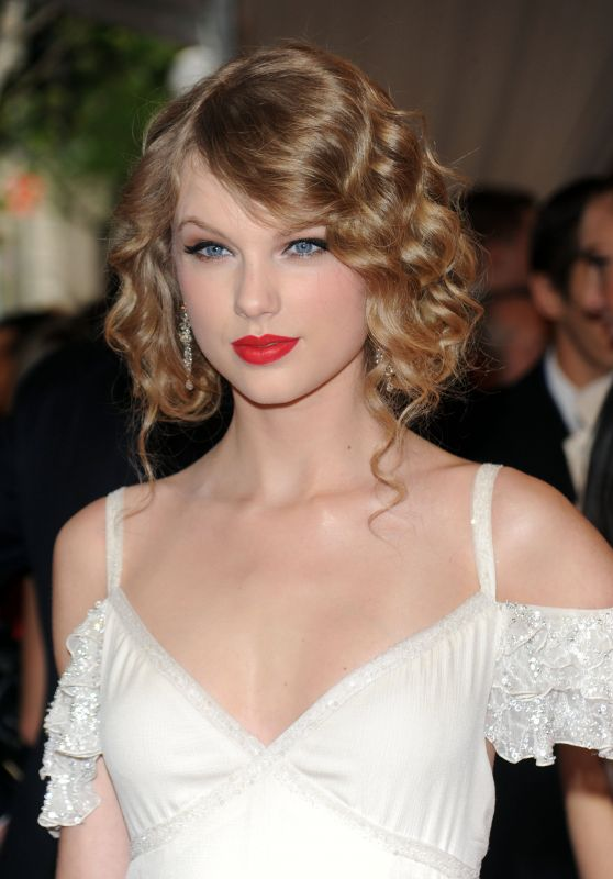 Taylor Swift - Costume Institute Gala 2010