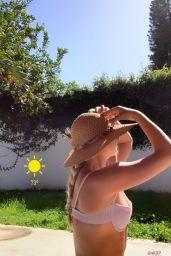 Victoria Baldesarra - Personal Photos 06/08/2020