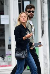 Amelia Windsor - Out in West London 07/01/2020