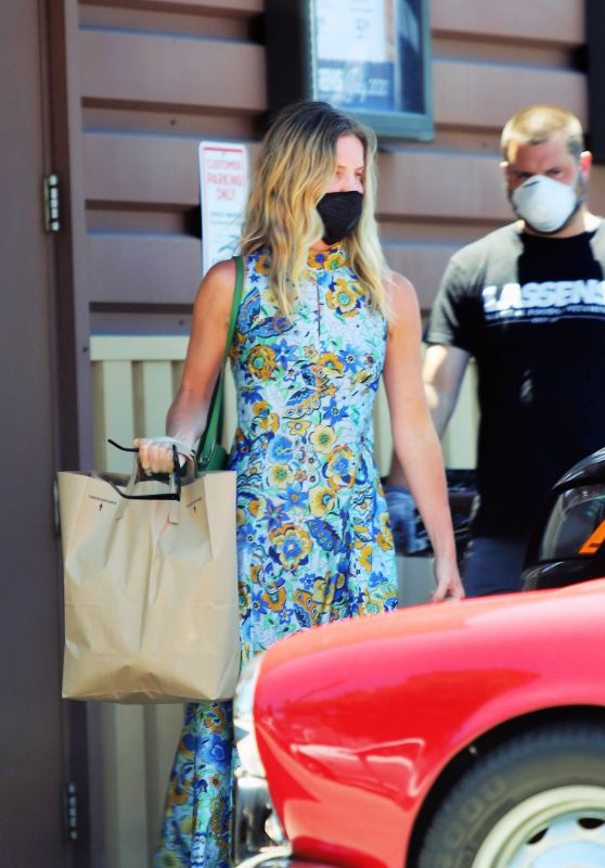 Annabelle Wallis and Chris Pine - Lassens Natural Foods in LA 07/07/2020