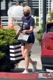 Ariel Winter in a Black Lululemon Short Shorts and Navy Blue T-Shirt 07/07/2020