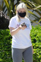 Ariel Winter in Tights - North Hollywood 07/21/2020