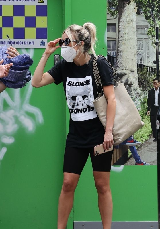 Ashley Roberts - Leaving Soup Kitchen After Doing Voluntary Work in London 07/24/2020