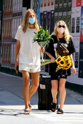 Elsa Hosk With a Bouquet of Sunflowers in NYC 07/27/2020