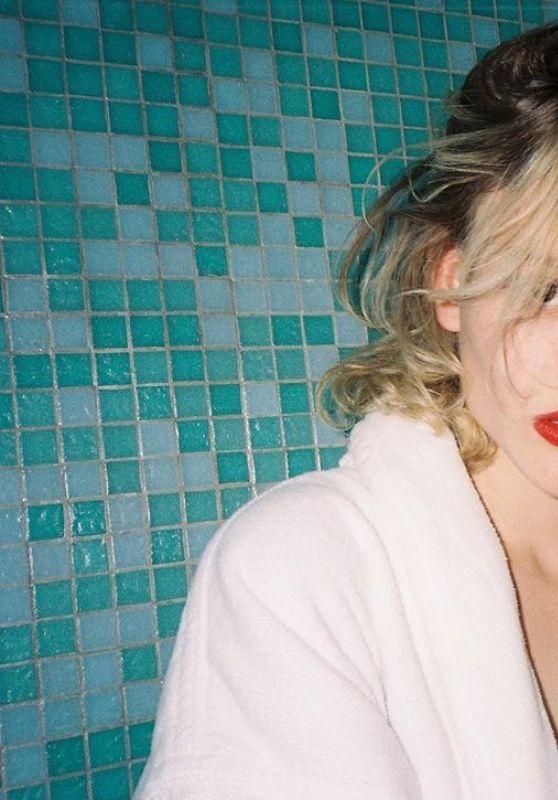 "Emily Alyn Lind - ""Mary Blanket Peffer"" Photoshoot 2020"