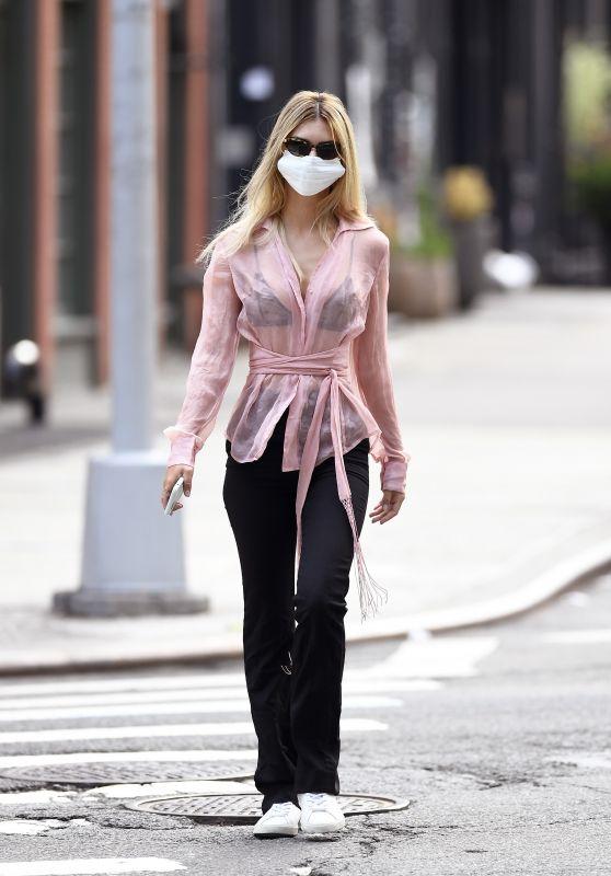Emily Ratajkowski - Out in Tribeca New York City 08/07/2020
